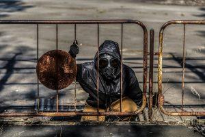 Persona con mascarilla en la ciudad de Pripyat.