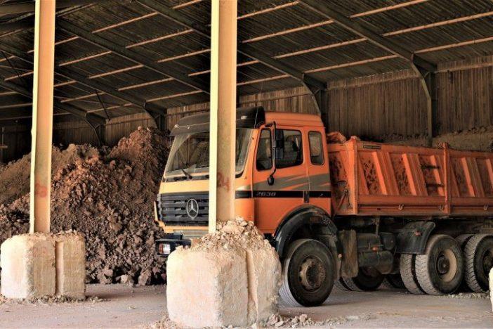 Camión con residuos de arena